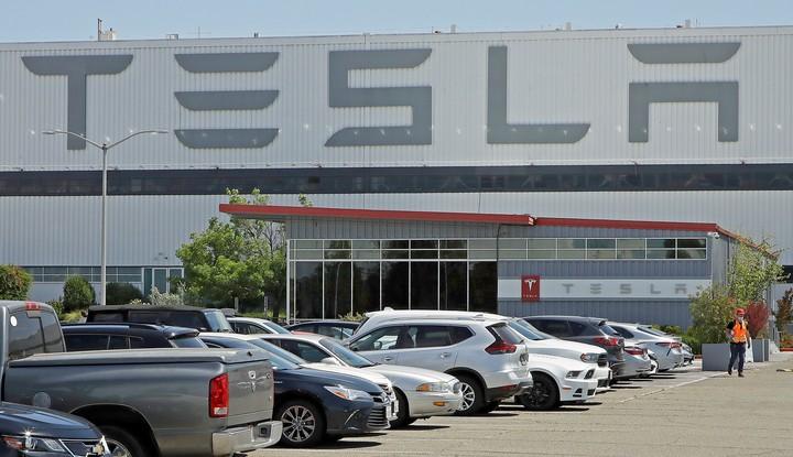 Tesla's profits: $ 1.58 billion.  AP Photo
