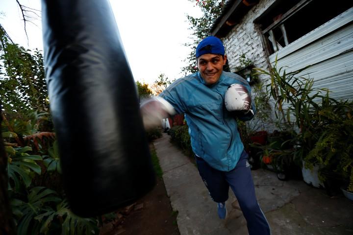 Yamil Peralta el año pasado, cuando se entrenó en su casa por la pandemia. Foto: AFP