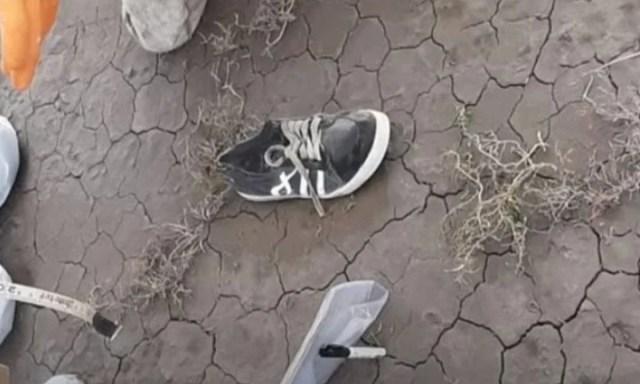 La zapatilla hallada a 30 metros del cuerpo que se presume sería de Facundo Astudillo Castro.