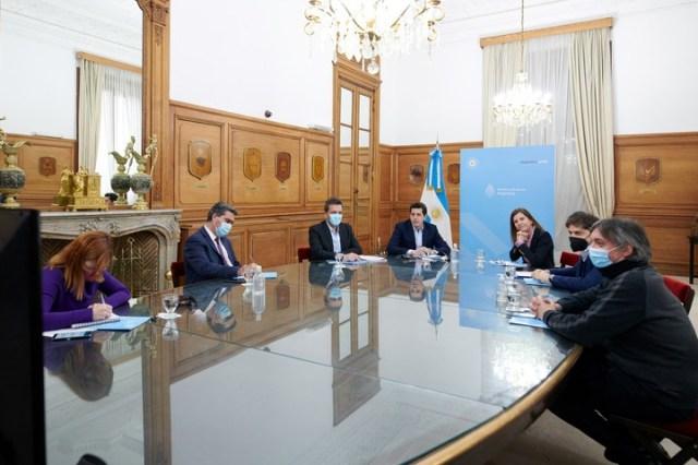 Reunión en Rosada. Sergio Massa, Wado de Pedro, Máximo Kirchner, Fernanda Raverta y Axel Kicillof.