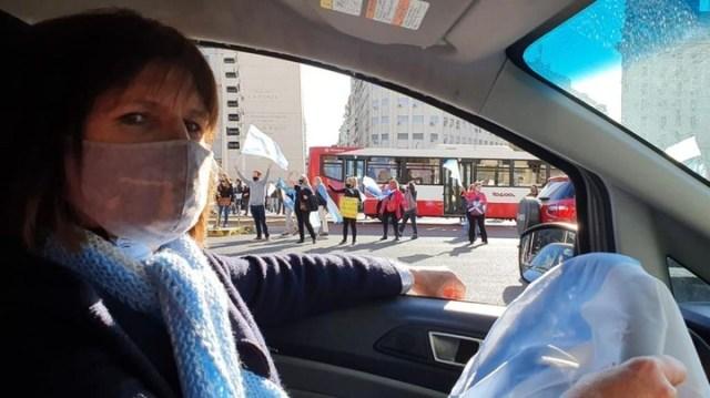 La ex ministra de Seguridad, Patricia Bullrich fue al banderazo y protestó desde su auto.
