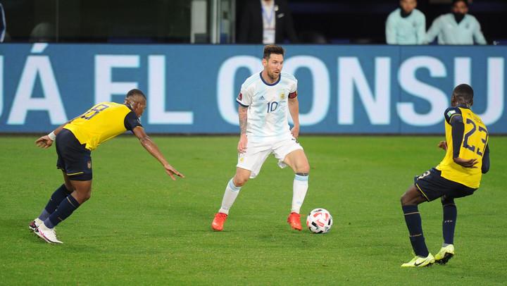 Lionel Messi volvió a lucir la cinta de capitán en la Selección después de casi un año. Foto: Juano Tesone