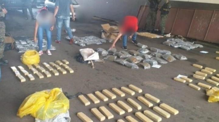 Encuentran 275 kilos de marihuana escondidos en una alcantarilla en Posadas, Misiones.