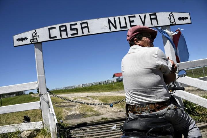 El ingreso al campo en conflicto. Foto Juan José García