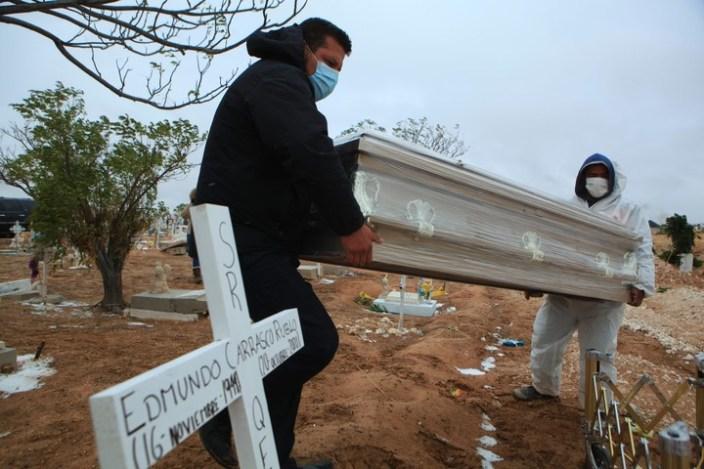 De acuerdo a datos del Instituto Nacional de Estadística y Geografía de México, el coronavirus representa la cuarta causa de muertes en el país. Foto: Luis Torres / EFE
