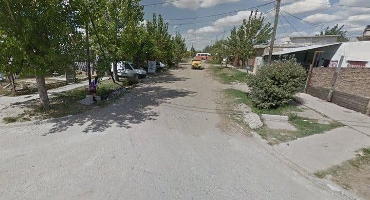 Un ladrón que escapaba de la Policía se metió en una casa donde vivían tres agentes de la Policía de la Ciudad y lo mataron.