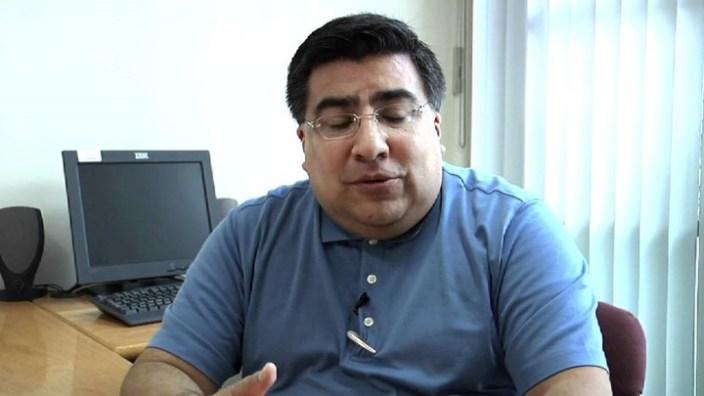 Ramiro Tovar Landa, experto en Telecomunicaciones, advirtió que es imposible lograr el cien por ciento de conectividad a Internet. Foto: YouTube