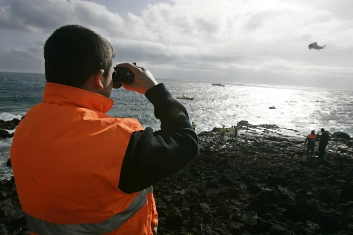 A civil guard looks for possible boats at sea.  Photo: AFP