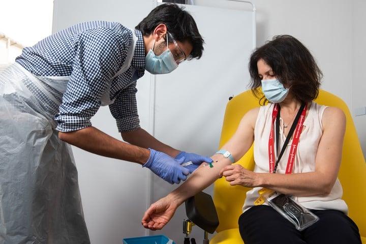 La vacuna Oxford funciona con un principio diferente a la versión de Pfizer. Foto: dpa