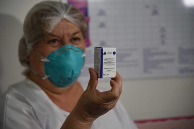 En Mendoza, el lanzamiento de la vacunación contra Covid fue en el vacunatorio amigable del hospital Luis Lagomaggiore. ris Aguilar, jefa del Programa Ampliado de Inmunizaciones de Mendoza e integrante de la CoNaIn.