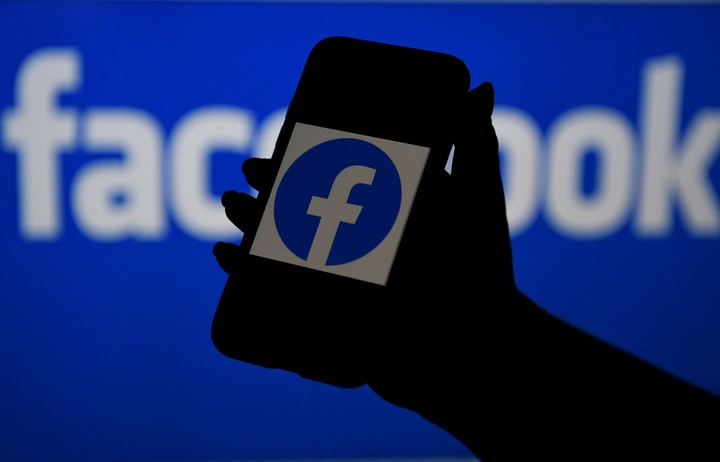 Facebook also has privacy issues.  (Photo: AFP)