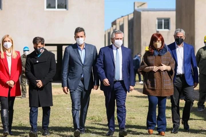 President Alberto Fernández with Cristina Kirchner, Sergio Massa, Axel Kicillof, Jorge Ferraresi, Verónica Magario and Mario Secco.  They bet everything on the Province.