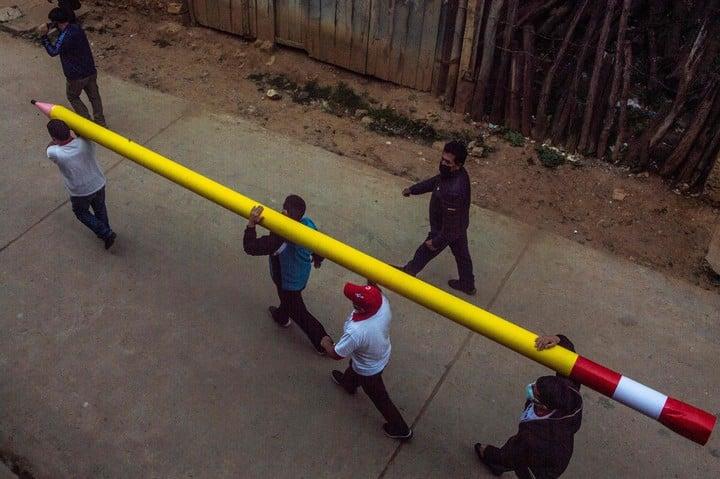 A pencil, the symbol of Pedro Castillo's campaign in Peru.  Photo: AFP