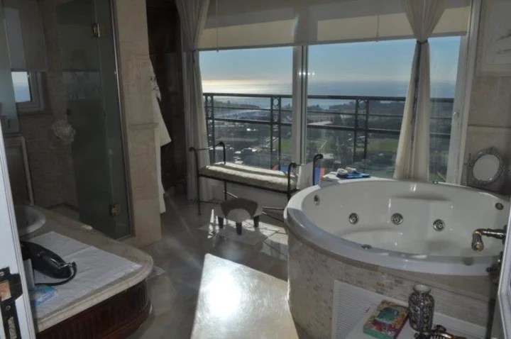 A luxurious bathroom and a spectacular view.