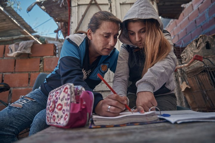 Women are the ones who took over the care tasks in the homes / UNICEF