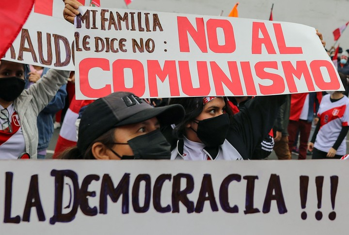 Opponents to Pedro Castilla in Lima.  AFP photo