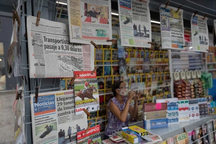 A newspaper and magazine kiosk in Caracas.  Photo: EFE