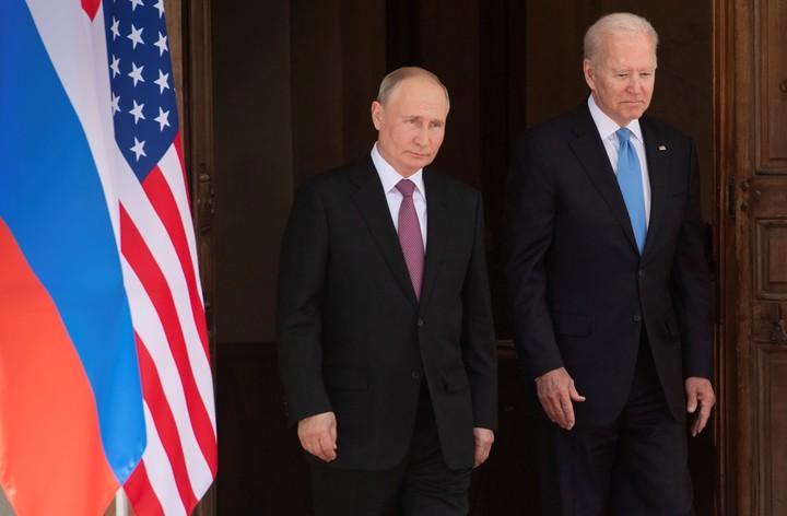 El encuentro entre Vladimir Putin y Joe Biden, en medio de tensiones bilaterales. Foto: AP