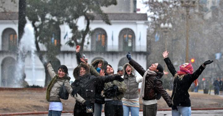 14 years ago, porteños had fun with the snow that fell in the City.  Photo Enrique García Medina