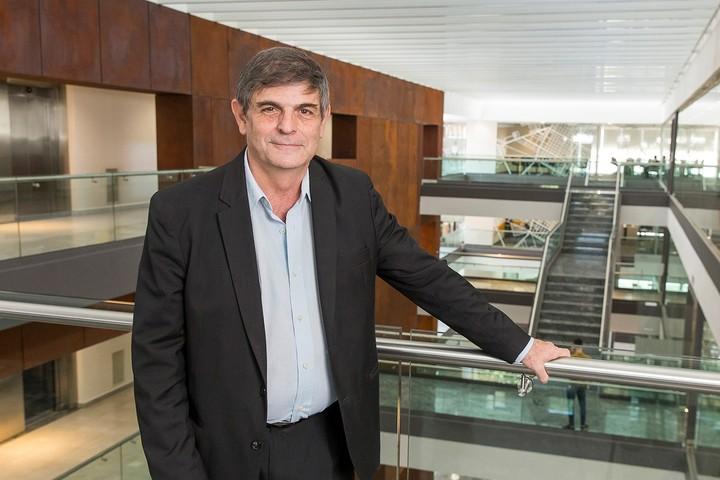 Carlos Seggiaro, economist.