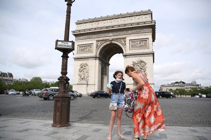 French Prime Minister Jean Castex announced Wednesday that people could stop wearing face masks outdoors starting Thursday.  Photo: Xinhua.