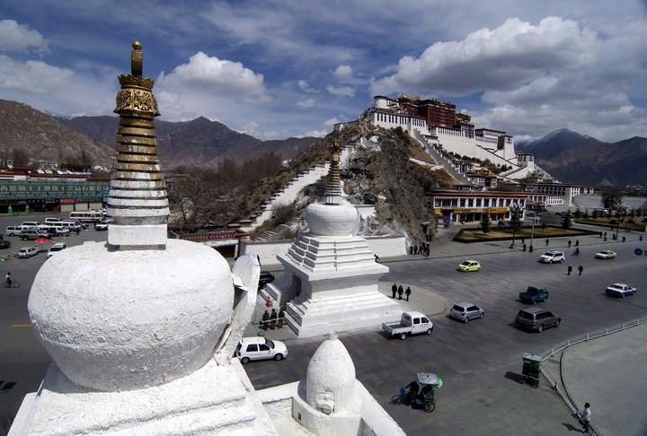 View of the Potala Palace in Lhasa, Tibet.  Photo EFE / Ng Kong