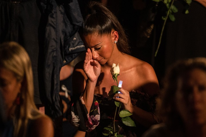 Pain and hope mixed in the vigil that took place on the beach in Miami.  Photo Giorgio Viera / AFP