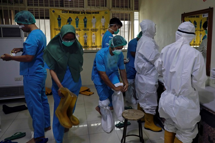 The technology could incorporate uniforms and gowns of scientists, doctors and nurses who work with hazardous materials or pathogens.  Photo: Reuters