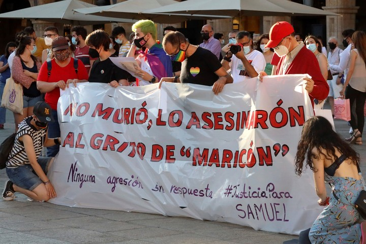 March in the Plaza Mayor of Salamanca to demand justice for the murder of Samuel Luiz.  Photo / EFE