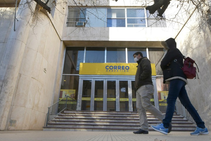 They decreed the bankruptcy of Correo Argentino SA, a company of the Macri Group.  Photo Orlando Pelichotti / Los Andes