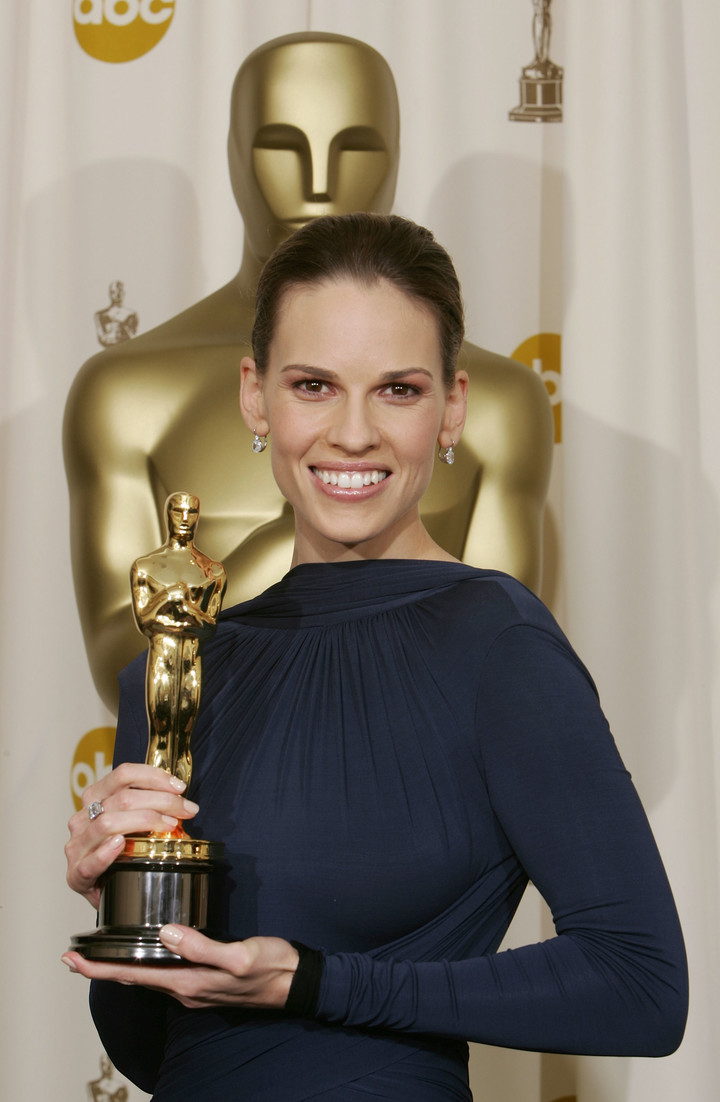With his Oscar for Million Dollar Baby at the 77th ceremony. Photo: AFP.