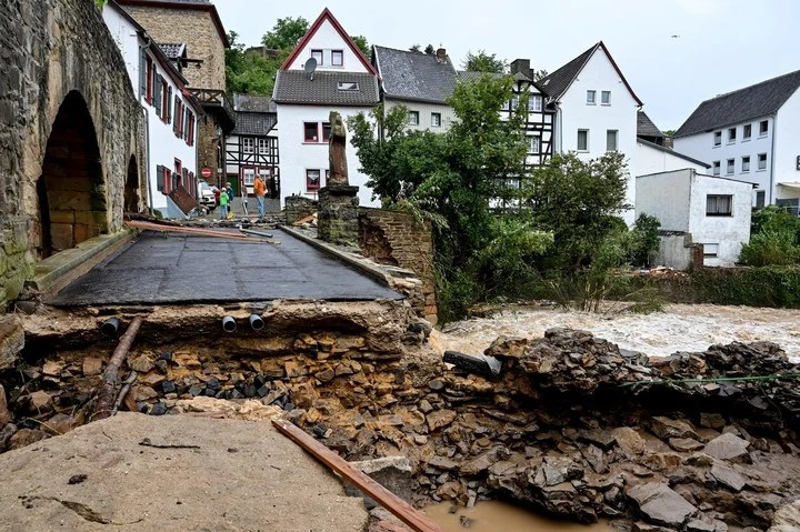 A damaged road after the floods in Bad Muenstereifel, Germany.  Photo: EFE.