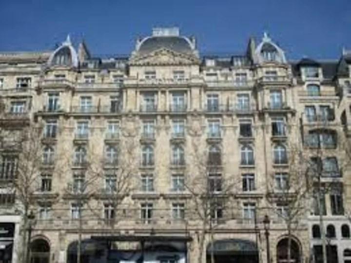 El lujoso Hotel Claridge de Paris, donde Stavisky abrió su lujosa joyería. Foto: WikiPedia
