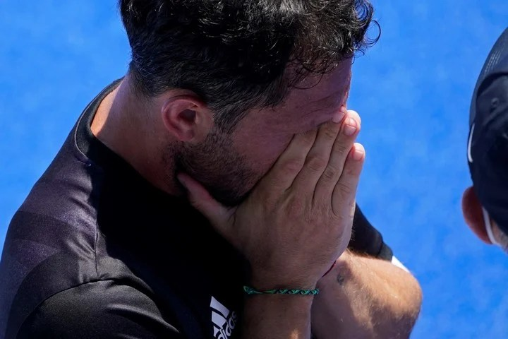 The pain of Pedro Ibarra, who minutes after the defeat announced his retirement from the team.  AP Photo / John Minchillo