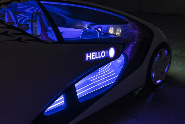 The Toyota Concept-i also sends messages to other traffic players.