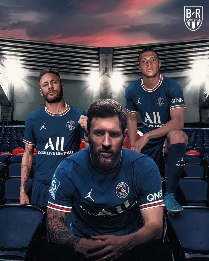 Messi with Ney and Mbappé, in an image released by PSG.