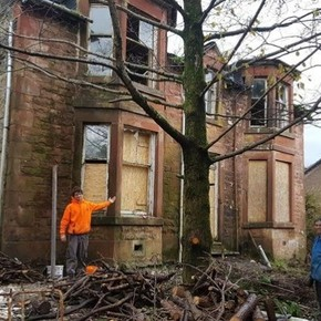 He went to an auction and mistakenly spent all his savings on a 120-year-old ruined mansion