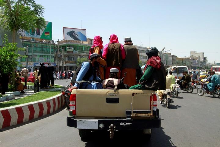 Taliban rebels, in the Afghan city of Herat, this Saturday.  Photo: AP