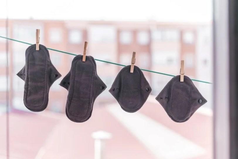 Las toallitas reutilizables, ideales para acompañar el sangrado libre. Foto Shutterstock.