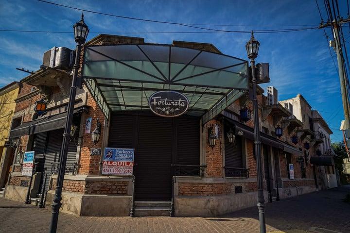 Fortunata restaurant, located a few steps from the air terminal, closed in December.  Photo: Rafael Mario Quinteros