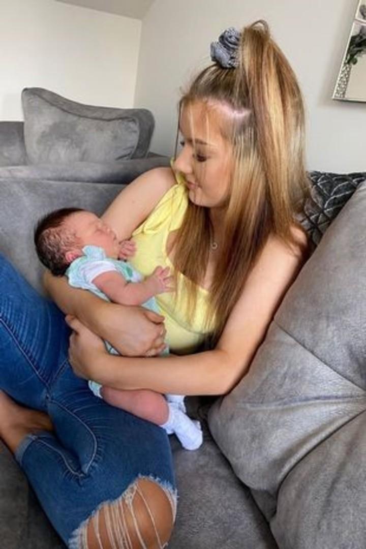 Charmaine, hija de Jenni y Richard, dio a luz a su bebé a los 16 años.