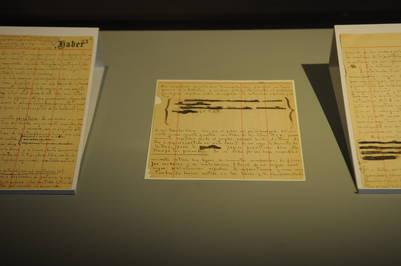 """Correcciones. Parte del manuscrito de """"La biblioteca de Babel"""", el cuento de Borges que se exhibe en la Biblioteca Nacional. /Emiliana Miguelez"""