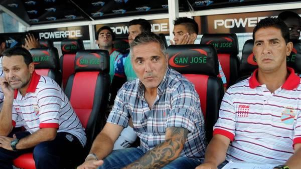 Rondina, el entrenador, de Arsenal, una de las grandes sorpresas del torneo. (Hugo Pascucci)