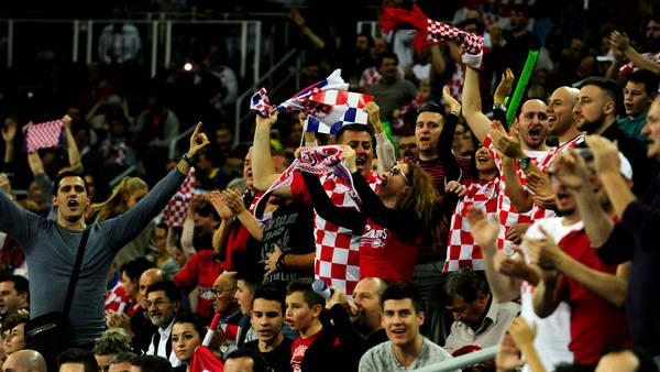 Los croatas se hicieron sentir en el Arena Zagreb. (GERMAN GARCIA ADRASTI / ENVIADO ESPECIAL)