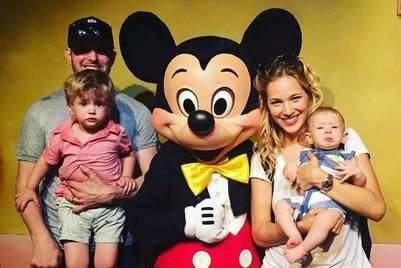 Luisana Lopilato y Michael Bublé con sus hijos Elias y Noah. El mayor, de 3 años, tiene una grave enfermedad