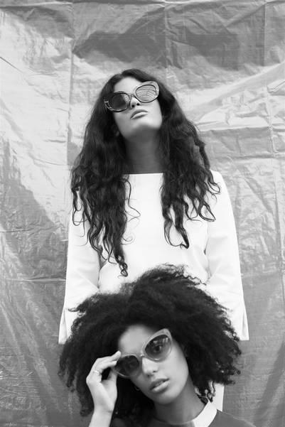 Las hermanas con su particular estilo que también muestran en sus cantos trilingües.