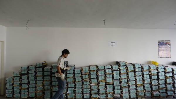 En espera. Las montañas de expedientes previsionales que aguardan turno en Tribunales: hay 450.000 juicios iniciados.   Foto: David Fernández