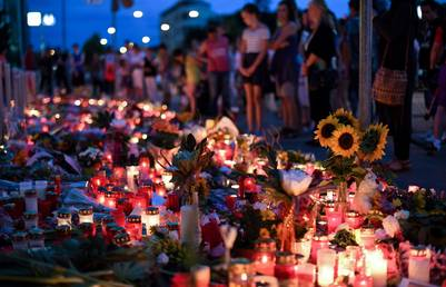 Atentado. La gente le rindió homenaje a las víctimas de Munich. (EFE)