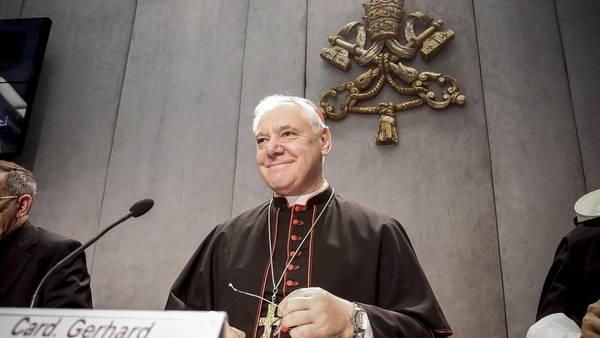 El prefecto de la Congregación para la doctrina de la Fe, Ludwig Müller, ofreció hoy una rueda de prensa en el Vaticano (EFE).