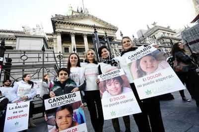 Marcha a favor de la legalización de la marihuana para uso medicinal, en mayo (Germán García Adrasti)